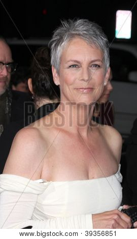 LOS ANGELES - NOV 20:  Jamie Lee Curtis arrives at the Los Angeles  'Hitchcock' Premiere at Academy of Motion Pictures Arts and Sciences on November 20, 2012 in Beverly Hills, CA