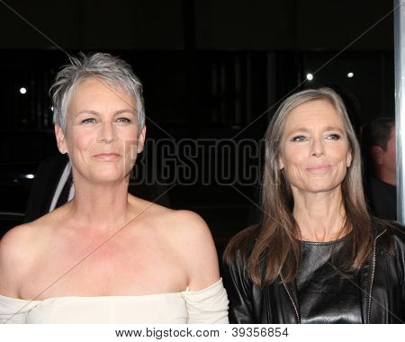 LOS ANGELES - NOV 20:  Jamie Lee Curtis, Kelly Curtis arrives at the Los Angeles  'Hitchcock' Premiere at Academy of Motion Pictures Arts and Sciences on November 20, 2012 in Beverly Hills, CA