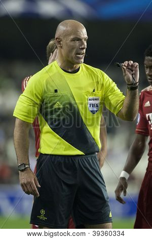 VALENCIA - NOVEMBER 20: Referee Howard Webb during UEFA Champions League match between Valencia CF and FC Bayer Munchen, on November 20, 2012, in Mestalla Stadium, Valencia, Spain