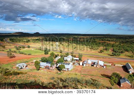 Barrow Creek Roadhouse Hill View