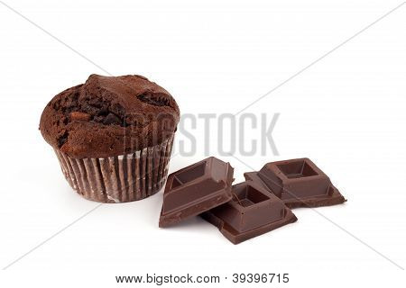 muffin with blocks of chocolate