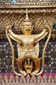 picture of garuda  - the garuda at the emerald buddha temple - JPG