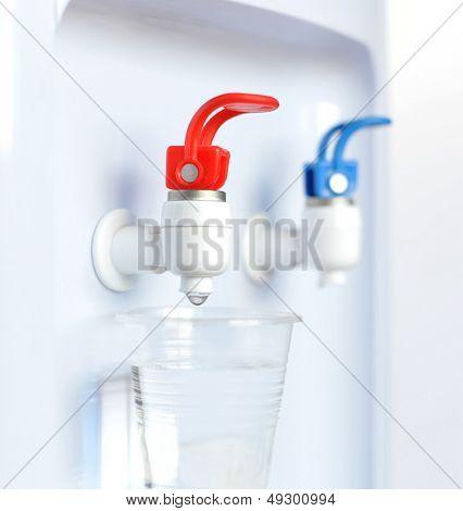 Cerrar el dispensador de agua