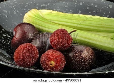 In black bowl's vegetables and fruit