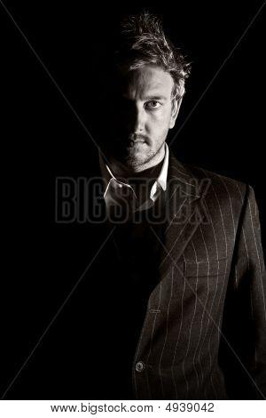 Homem de negócios elegantemente vestida