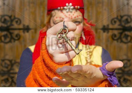 Gypsy Girl Baroque Key