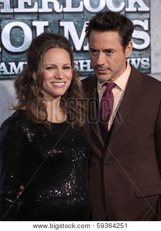 LOS ANGELES - DEC 06:  ROBERT DOWNEY JR. & SUSAN arrives to the