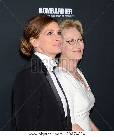 LOS ANGELES - DEC 16:  Julia Roberts & Meryl Streep arrives to the