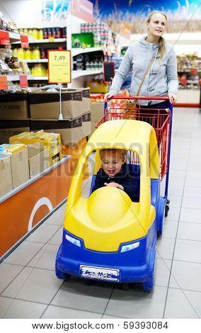 Child friendly supermarket shopping