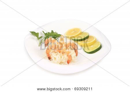 Fresh unshelled boiled shrimps with spaghetti.