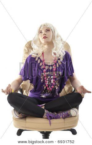 Meditando loira