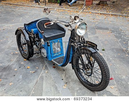 Three Wheeler Motorcycle Monet Goyon