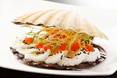 picture of scallops  - scallops presented on a scallop shell - JPG