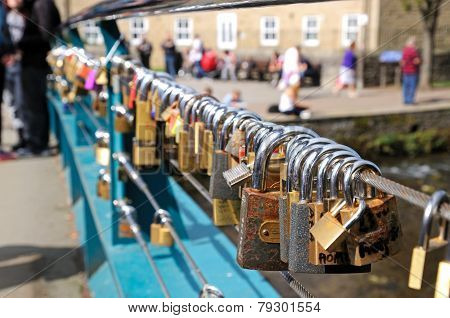 Lovelocks attached to a bridge cable.