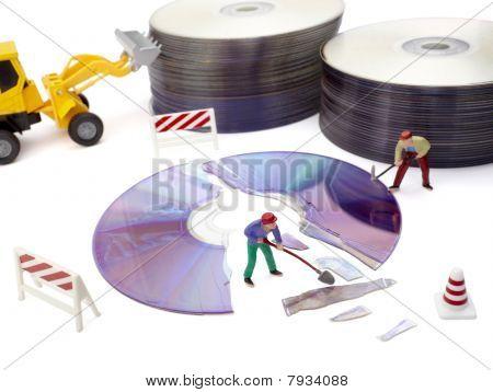 Miniatur Toy Arbeitnehmer Reparatur defekte CD computer
