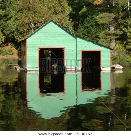 alte Muskoka boathouse