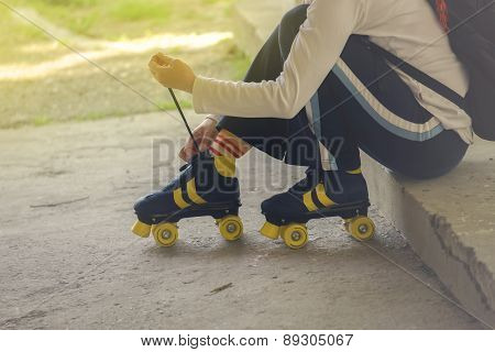 Woman Ties Vintage Retro Quad Roller Skates