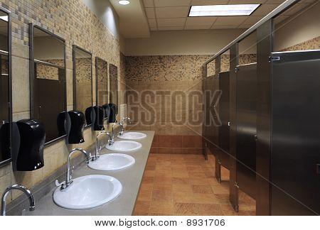 Pias de banheiro