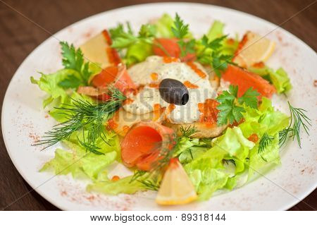 vegetable salad with smoked salmon