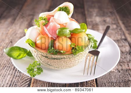 salad with melon and mozzarella