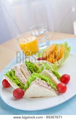 Delicious tuna sandwich with lettuce and tomatoes