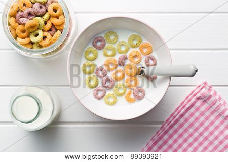 the milk with fruity cereal rings