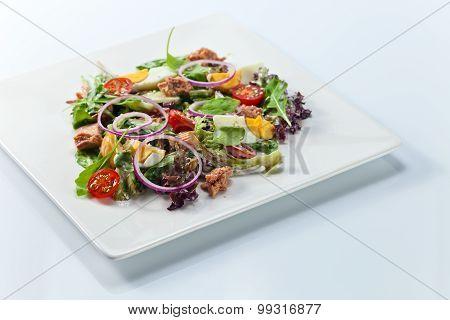 Green Salad With Tuna