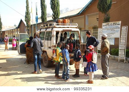 The Arrival At The Hospital In Iringa In Tanzania - Africa - 023