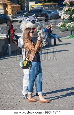 Kiev, Ukraine - September 9, 2013: Girl Is Photographed With An Animator Dressed As Popular Cartoon