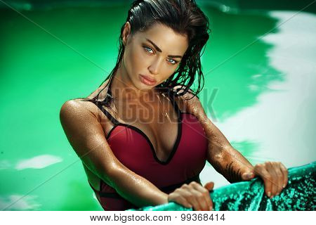 Sexy Brunette Woman In Swimming Pool.