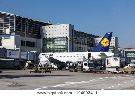 Lufthansa Airbus A319-100 At The Frankfurt Airport