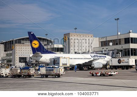 Lufthansa Being 737-300 At The Frankfurt Airport
