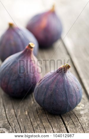 fresh figs on kitchen table