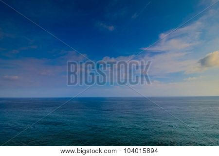 Wide angle photography with empty sea and sky only.