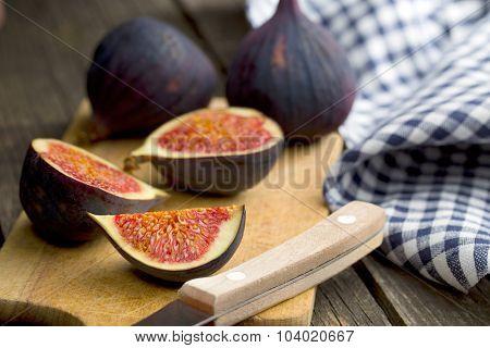 sliced fresh figs on cutting board