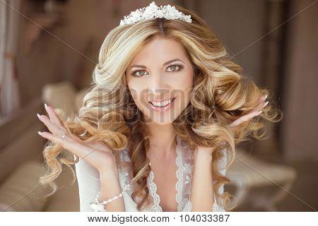 Hair. Beautiful Brunette Bride Girl. Wedding Makeup. Healthy Long Hair. Beauty Model Woman. Indoor P