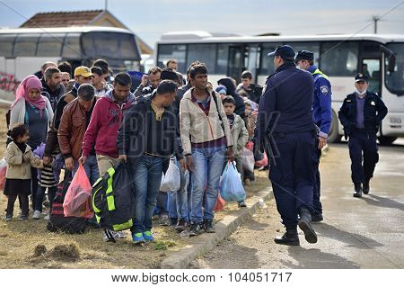 refugees entering refugee camp in Opatovac