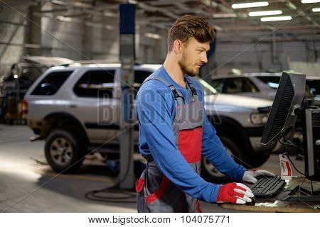 Specialist near car diagnostic pc in a workshop