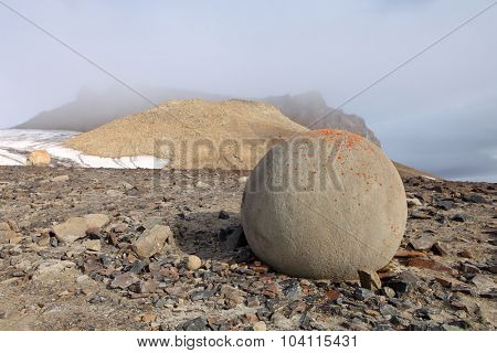Mysterious spherolith stones of Champ Island, Franz Jozef Land