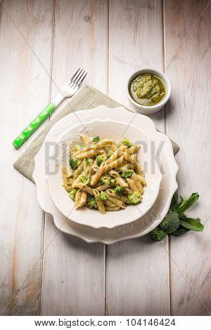 pasta with broccoli and pesto sauce