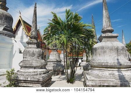 Tourist visis Chedi Phra Baromathat in Nakhon Sri Thammarat, Thailand