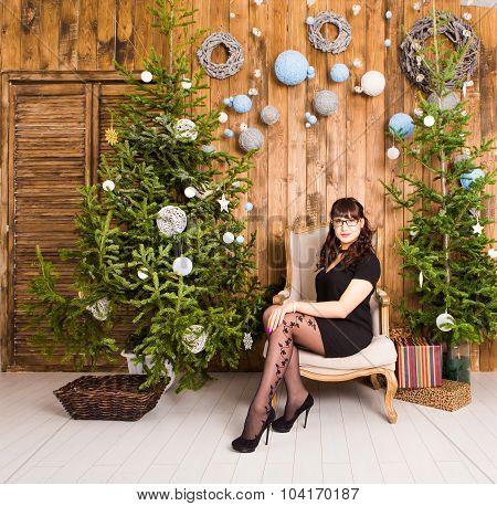 young girl  with Christmas tree