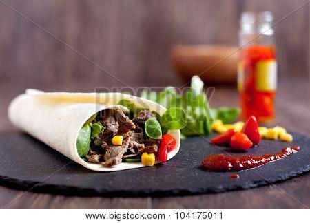 Beef fajitas roll with hot peppers, salad, corn