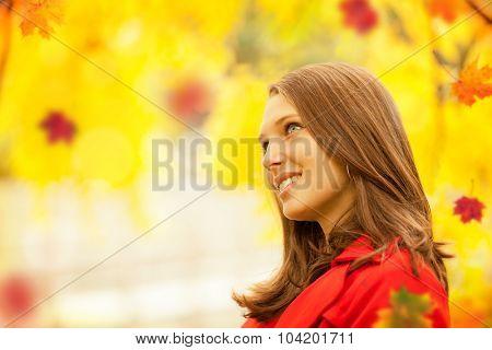 Beautiful young brunette woman portrait in autumn mood
