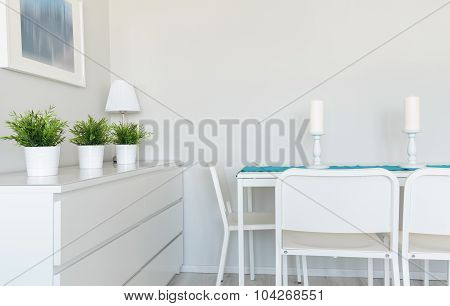 Dinning Table In Contemporary Room