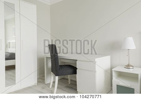 Small Working Space In Bedroom