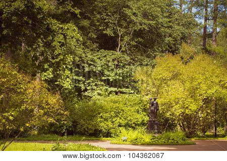 Sculptural group in the green Park of Oranienbaum