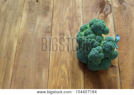 broccoli on the wooden table
