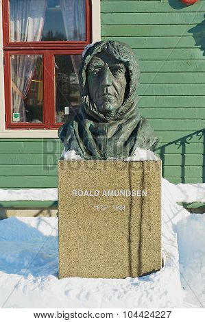 Bust of the polar explorer Roald Amundsen in front of the Polar museum building in Tromso, Norway.