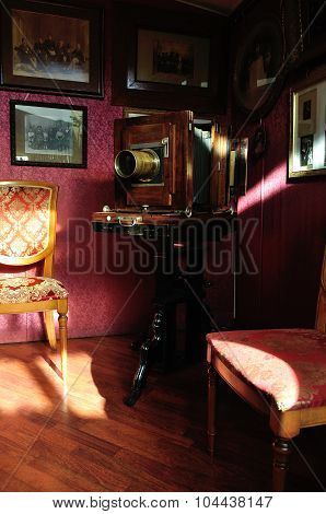 Old Retro Photo Camera In The Interior Of Museum-photosalon Of Karl Bulla On Nevsky Prospect In Sain